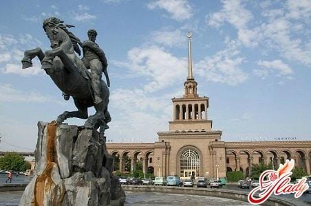 Памятник Давиду Сасунскому — герою армянских эпосов