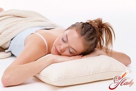 специалисты не советуют спать на животе