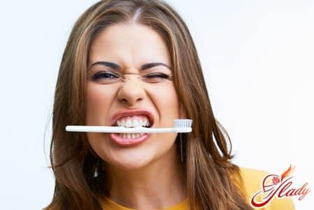 пилинг губ зубной пастой