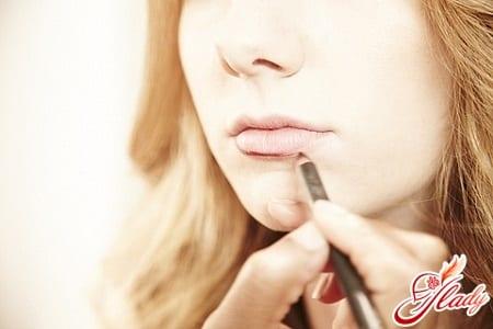 макияж губ для визуального увеличения