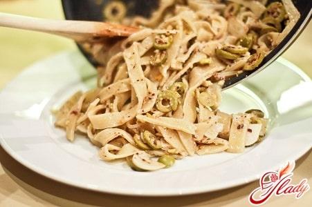 паста с зелеными оливками