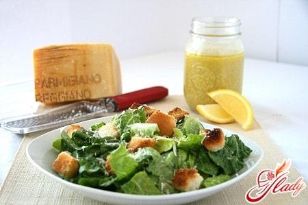 """Рецепт салата """"Цезарь"""" и классического соуса к нему"""