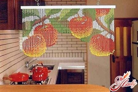 шторы из бусин для кухни