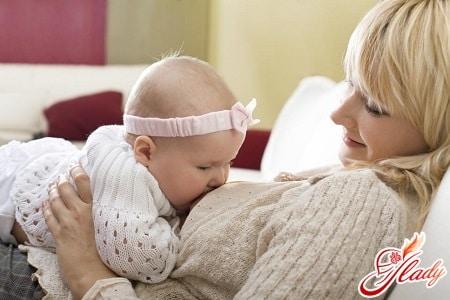 кормление грудью может стать причиной выпадения волос