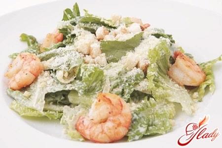 """Вкусный """"Цезарь"""" с креветками: детальный рецепт и советы по приготовлению"""