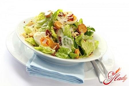 салат цезарь с сухариками