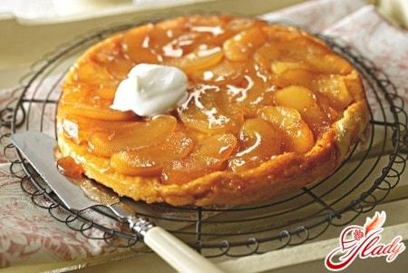 Французский пирог с начинкой из карамелизованных яблок