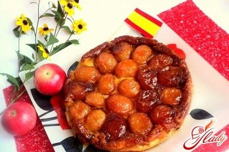 вкусный пирог с яблоками и карамелью