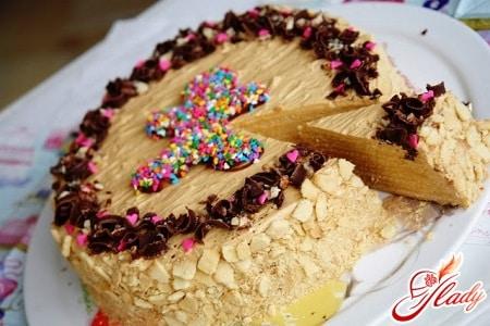 Медовый торт с кремом из сгущенки
