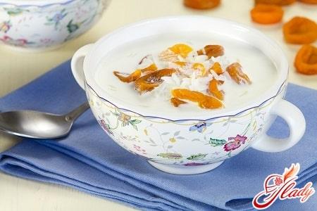 молочный суп с сухофруктами