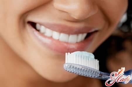 причины появления зубного налета