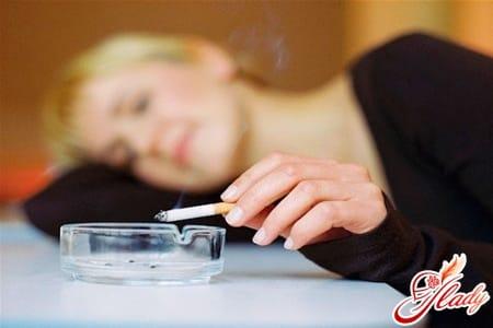 курение провоцирует приливы