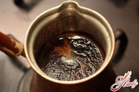 варка молотого кофе в турке