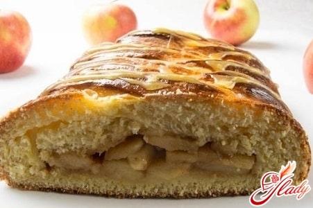 закрытый пирог с яблоками и бананами