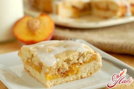 Выпечка с начинкой из яблок и персиков