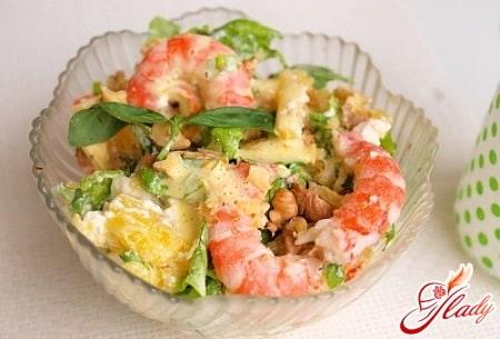 Несколько вариантов салатов из креветок и семги