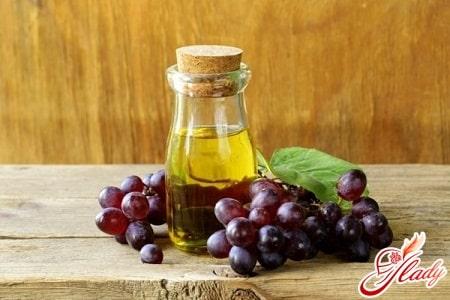 Вся польза волосам от масла виноградных косточек