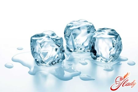 Ледяные компрессы для облегчения приступа геморроя