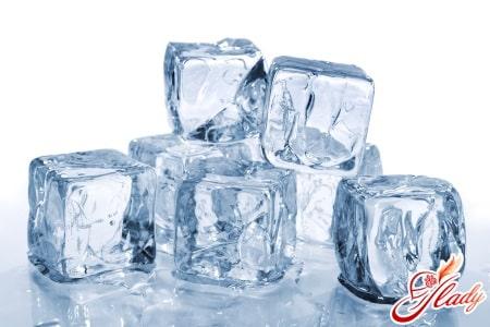 Лед для снятия болей при геморрое