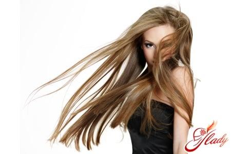 Длинные волосы у девушки