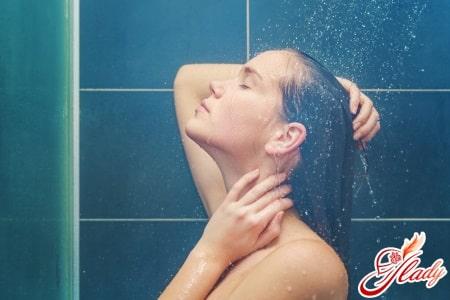 Мытье волос бальзамом в горячей воде
