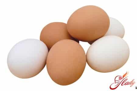 Польза куриных яиц при выпадении волос