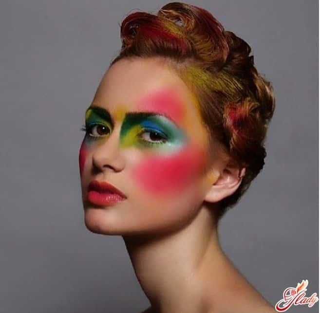Образ американского художника по макияжу Roshar