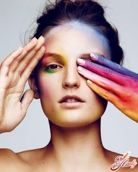 Французская художница по макияжу Violette для Vogue Japan
