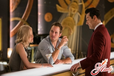 Aurora (JENNIFER LAWRENCE) and Jim (CHRIS PRATT) pay Arthur (MICHAEL SHEEN) a visit at the Grand Concourse Bar in Columbia Pictures' PASSENGERS.