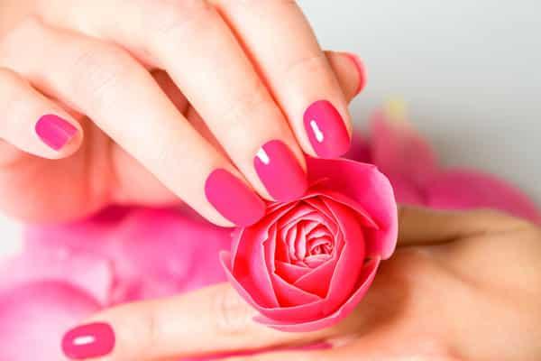 Розовые ногти