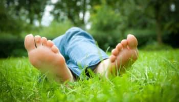 Как отстирать пятно травы на джинсах